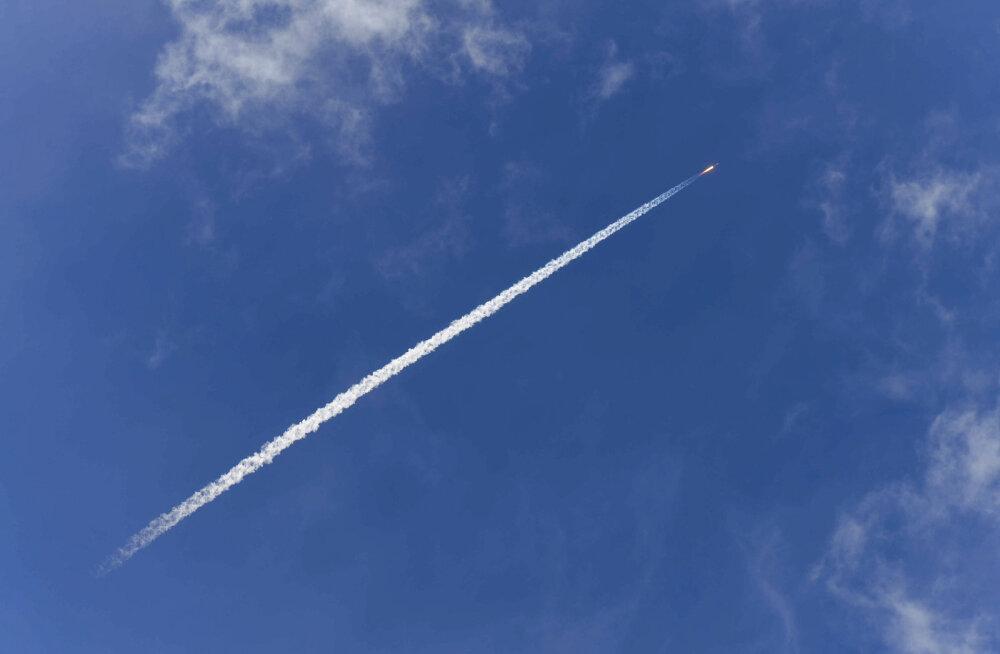 Uus rakett pistab end kosmosesse lennates nahka