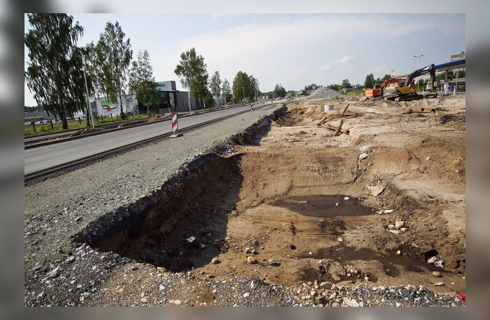 FOTOD: Pärnu linnas on ulatuslike torutööde ja ümbersõidu ehituse tõttu liiklust oluliselt muudetud.