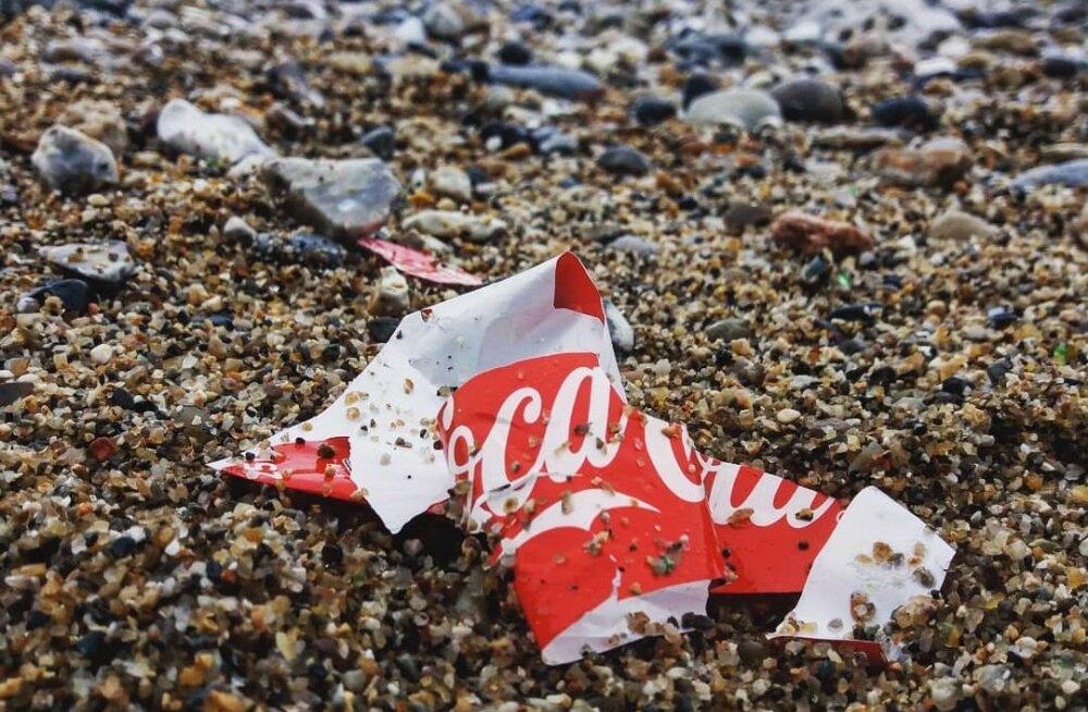 FOTOD | Reaalsuskontroll ettevõtetele: inimesed panevad huvitaval viisil häbiposti brände, kes kasutavad ühekordset plastikut
