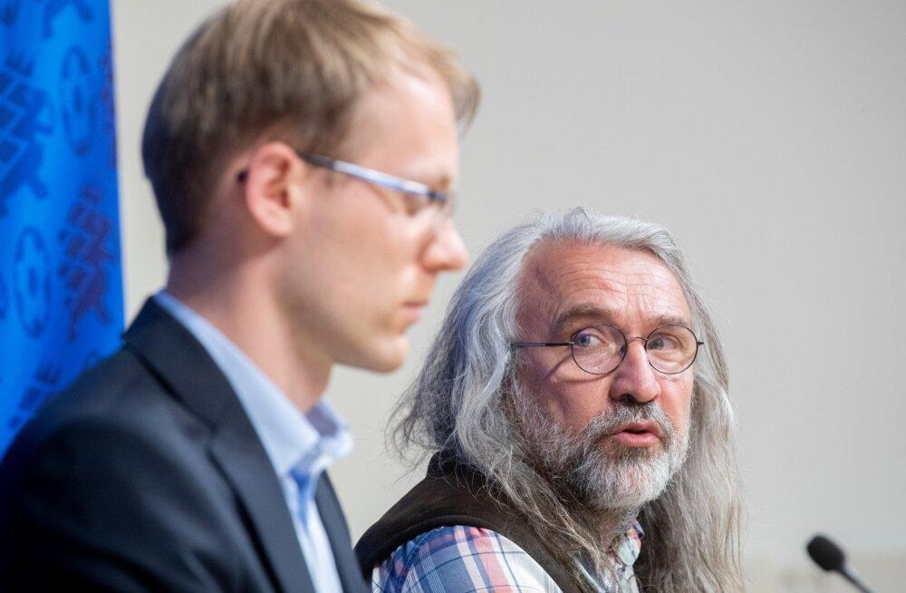 EJL-i pressiboss Mihkel Uiboleht ja president Aivar Pohlak tegutsevad demokraatia põhimõtete järgi.