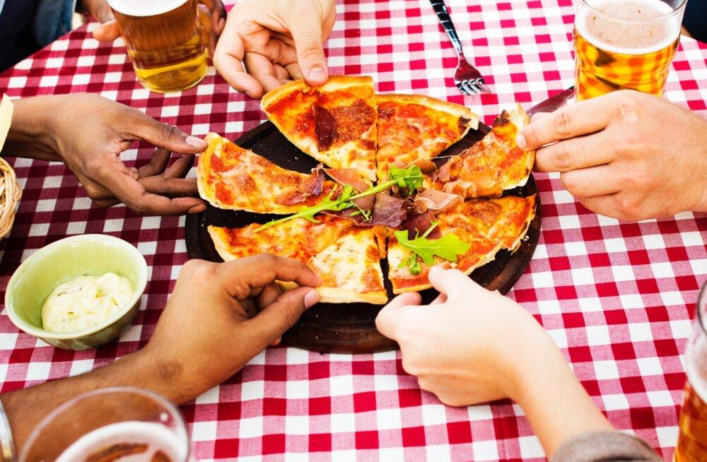 Еда из одной тарелки помогла людям быстрее договориться