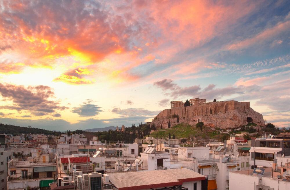 Отель в Афинах должен снести 2 этажа, которые закрывают вид на Акрополь