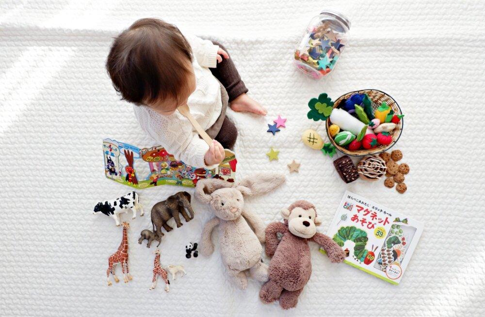 Lõpuks ometi! 6 lihtsat Montessori nõuannet, mis aitavad õpetada lapsi enda järelt koristama