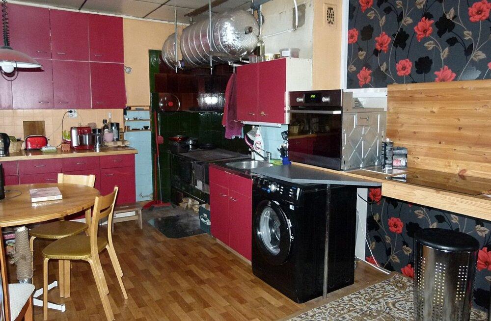Maamaja köök ja selle puidukasutus.
