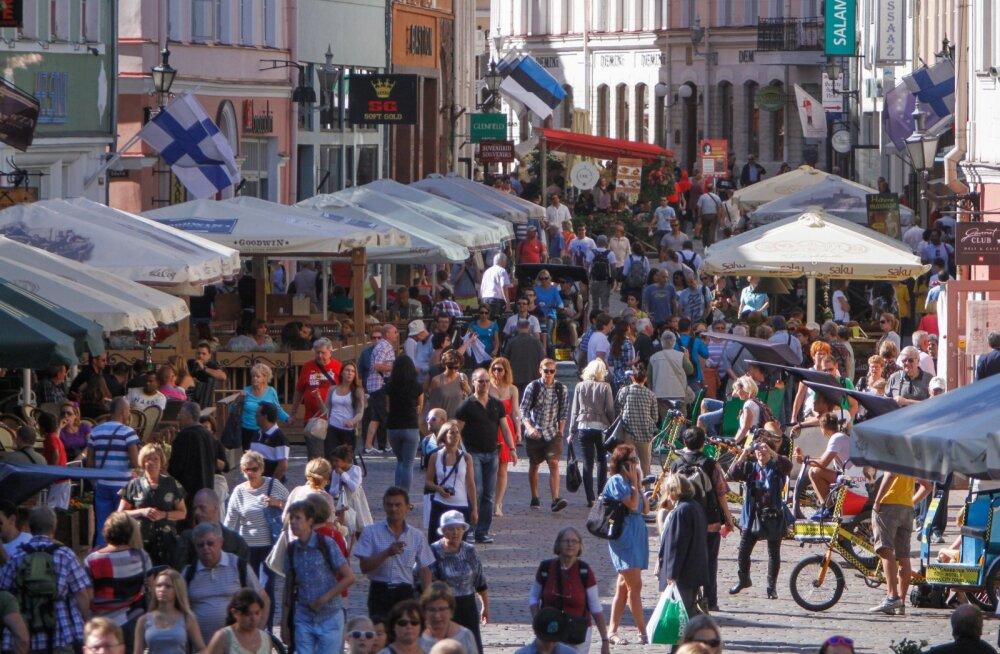 Kas ka tuleval suvel avaneb Tallinnas selline pilt turistidest tulvil tänavast? See on kaheldav.