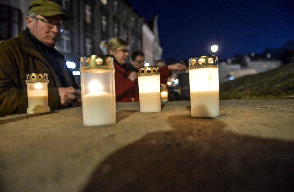 Märtsipommitamise küünlad 2015