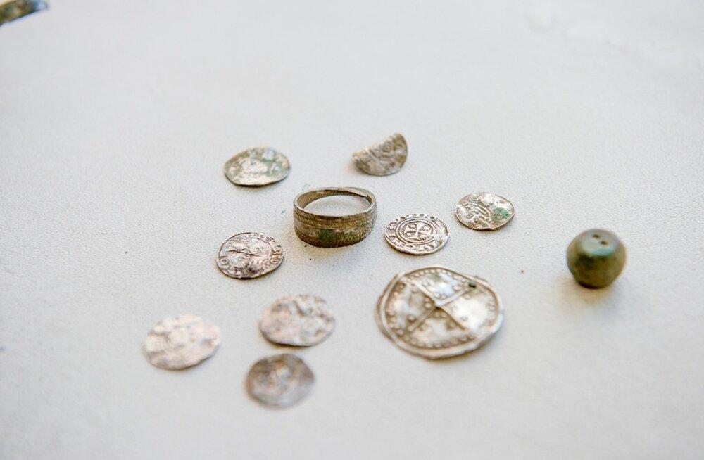На Сааремаа нашли очередной клад старинных монет