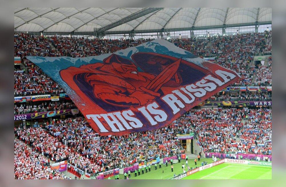 Venemaa fännid rullisid tribüünidel lahti hoiatava sõnumiga hiigellipu, jalgpalli EM