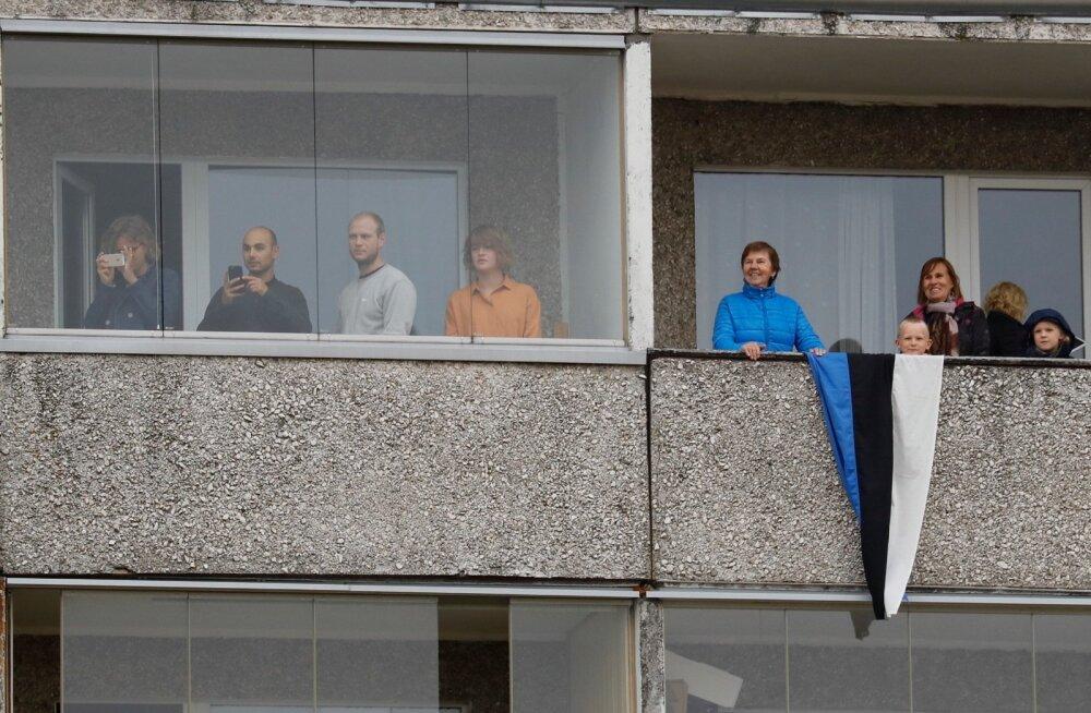 FOTOD   Kalevi staadioni ääres hõivati uhke vaate nimel nii aknad kui rõdud