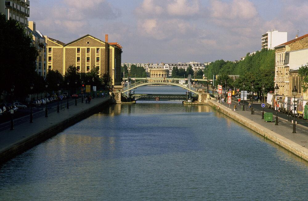 В Париже открывают кинотеатр на воде