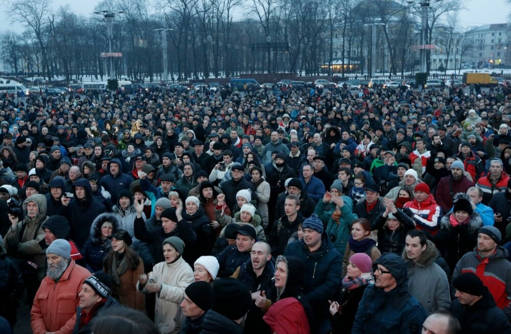 """Lukašenkal on probleeme: Putin ei taha kohtuda ja Minskis marssisid """"tigedad valgevenelased"""""""