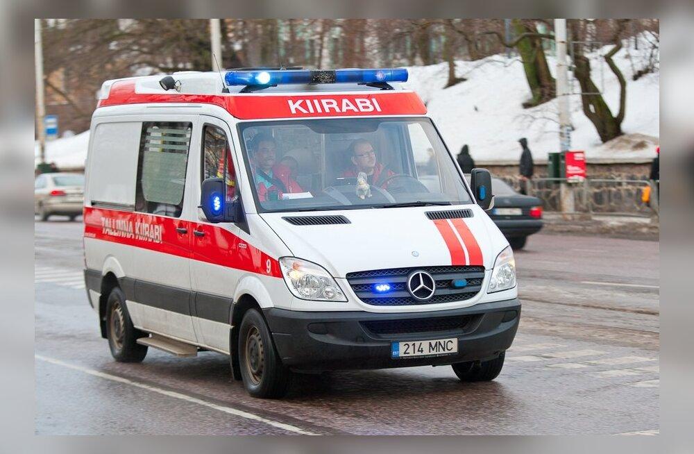 В столкновении трех автомобилей в Вильяндиском уезде пострадали двое