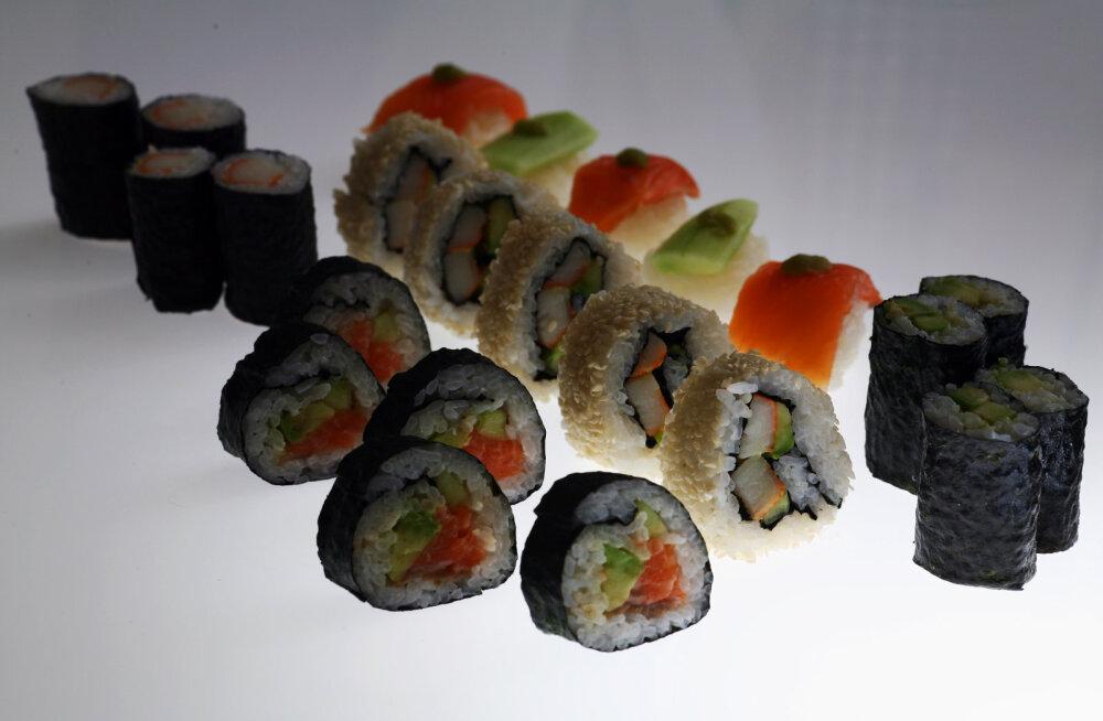 Инфекционисты напомнили, чем опасны суши