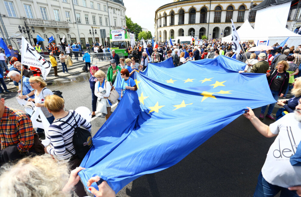 Тысячи поляков вышли на демонстрацию против евроскептиков