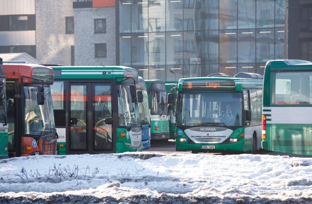 Tänasest algas Tallinna bussiliikluses kaootiline aeg: arvestada tuleb väljumiste hilinemise ja sootuks ärajäämisega