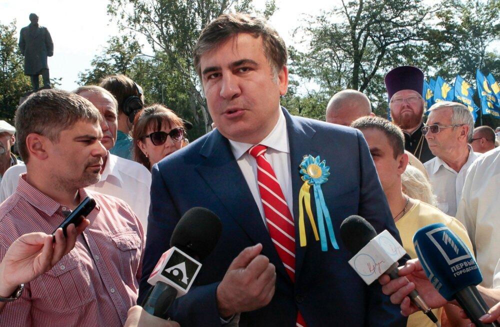 """""""Valitsus on praegu halvatud. Ukraina valitsemine on vaja igal tasandil taaskäivitada,"""" ütles oblastijuht Mihheil Saakašvili."""