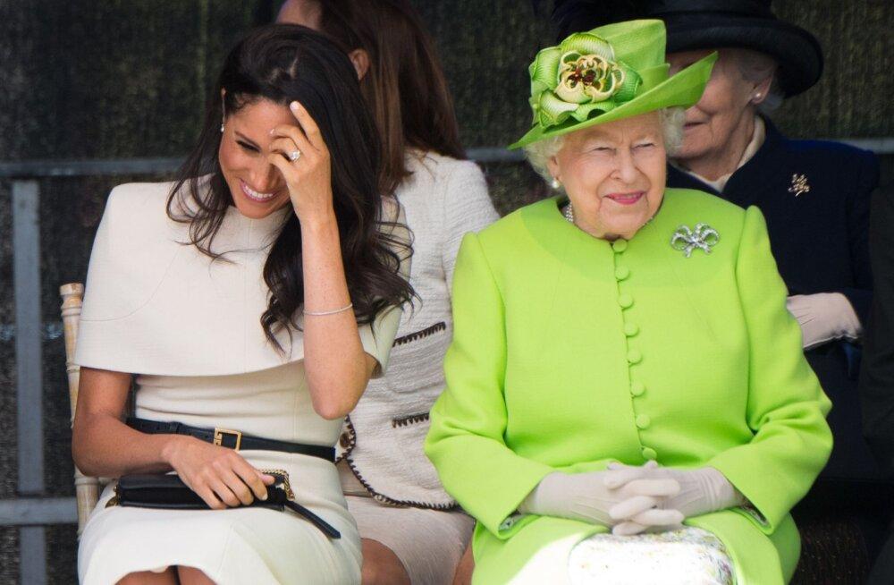 VIDEO | Endiselt kohmakas! Hertsoginna Meghan teeb kuningannaga suheldes jätkuvalt etiketiapsakaid