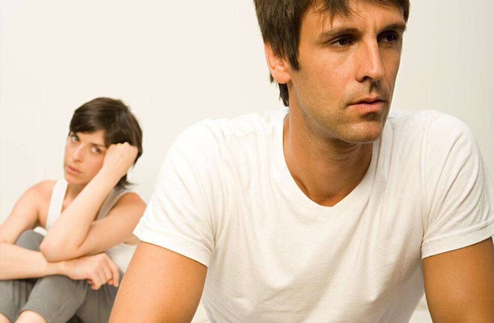 Kas tunned, et seksuaalelu partneriga on uimaseks jäänud? Need on viis asja, mida peaks iga paar voodis proovima
