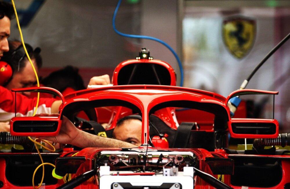 Ferrari lisas peeglite kohale ka väikesed tiivad.