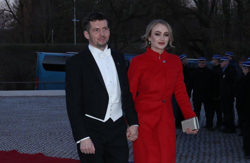ФОТО | Мартин Репинский прибыл на президентский прием со своей новой пассией, которой признавался в любви с помощью плаката