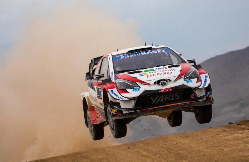Kalle Rovanperä kihutamas Toyota WRC-autoga.