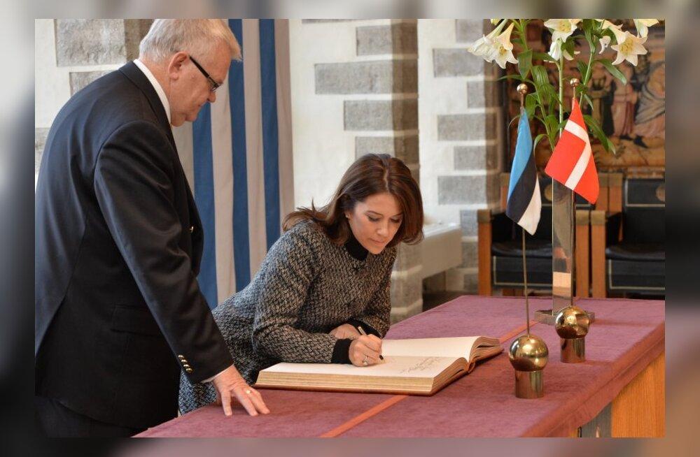 FOTOD: Taani kroonpintsess tegi sissekande Tallinna külalisteraamatusse