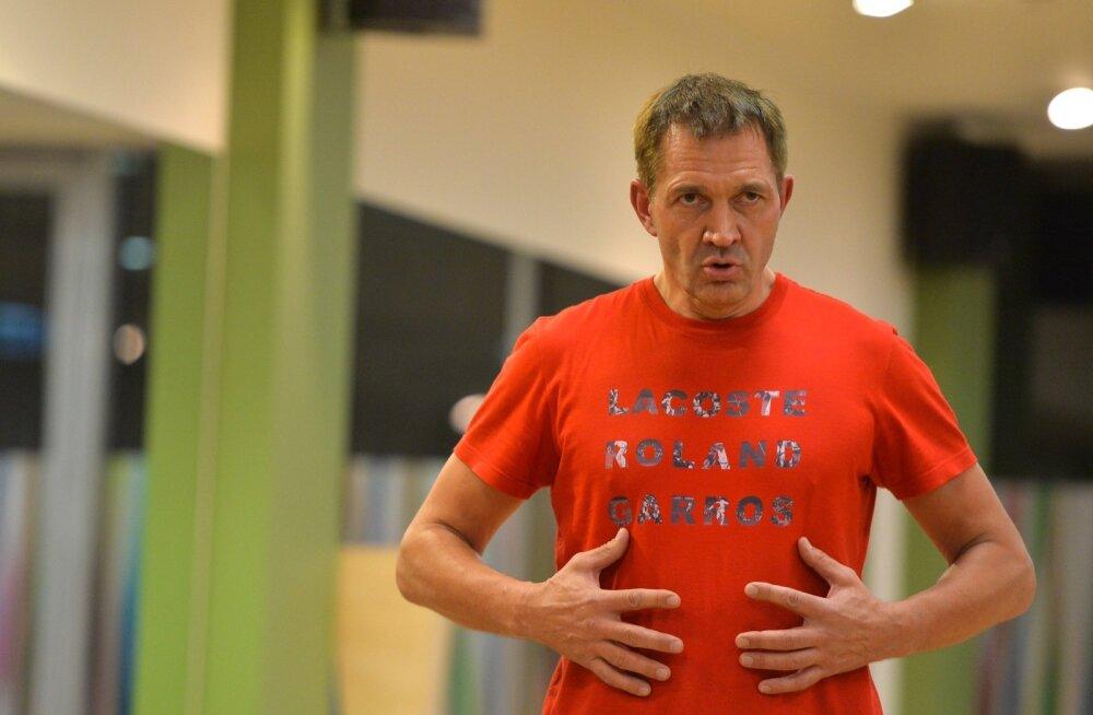 Urmas Sõõrumaa juhendab treeningut