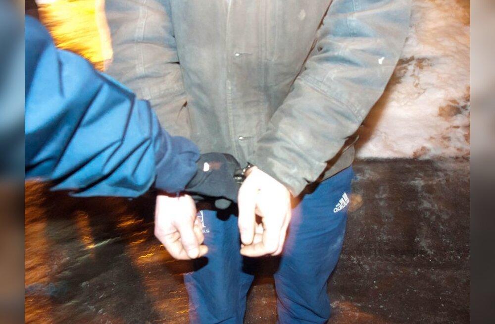 Задержаны мужчины, попытавшиеся украсть металлические детали подстанции