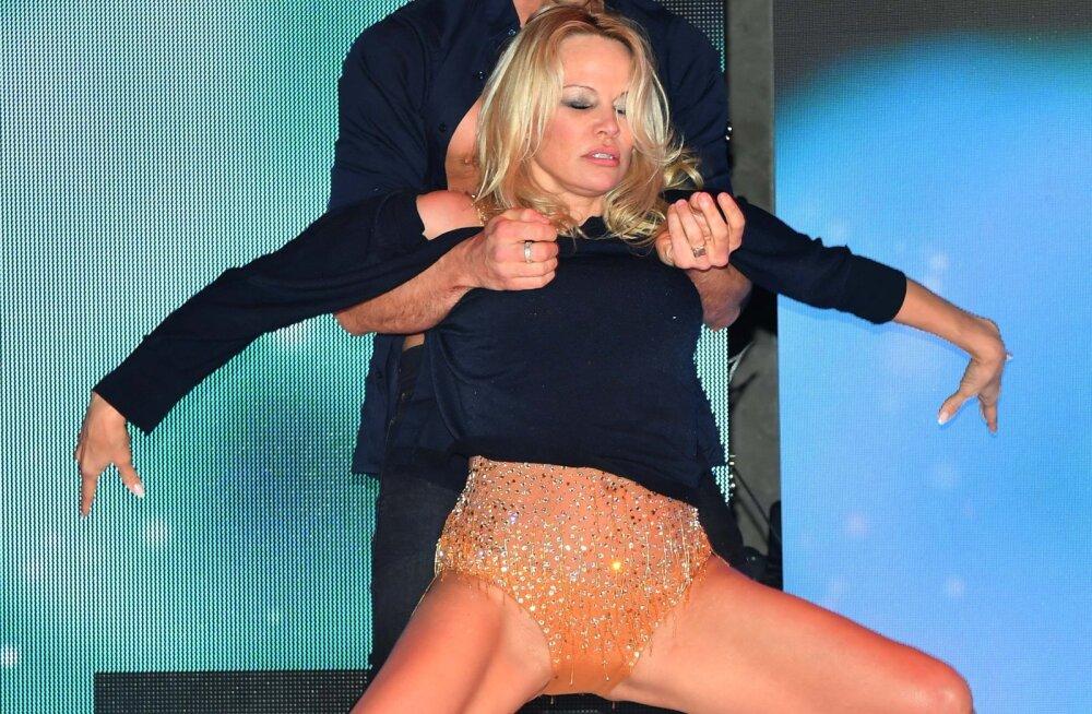 FOTOD | Riskantses trikoos tantsinud Pamela Anderson oli lähedal suurele paljastusele