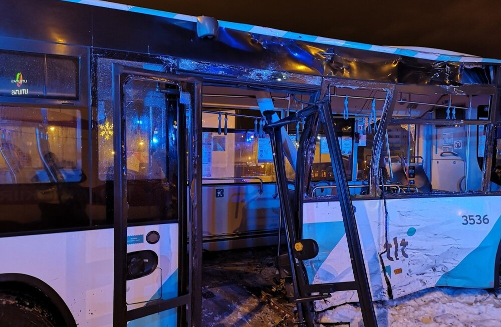 Veoauto ja liinibussi kokkupõrge Tallinnas Lasnamäel Punasel tänaval