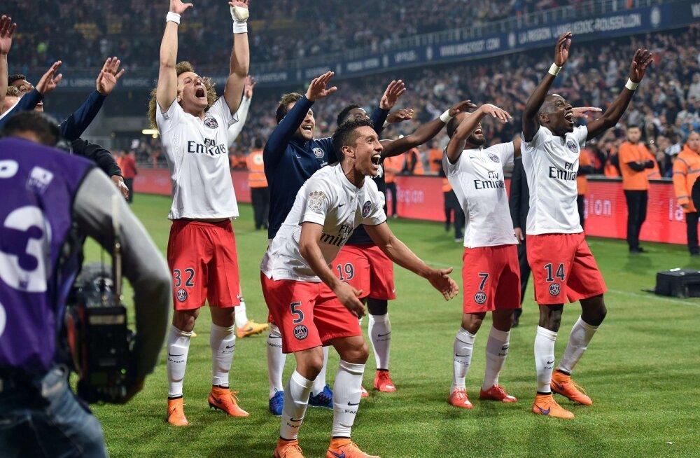 PSG mängijad tähistavad Prantsuse meistritiitli võitu