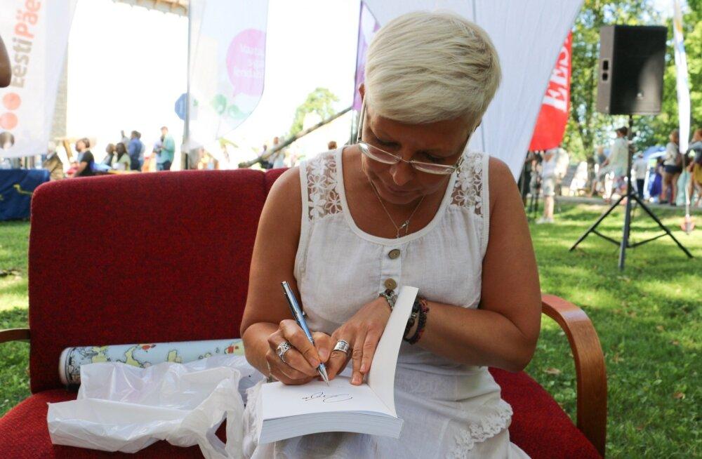 Evelin Ilves raamatuesitlusel Arvamusfestivalil