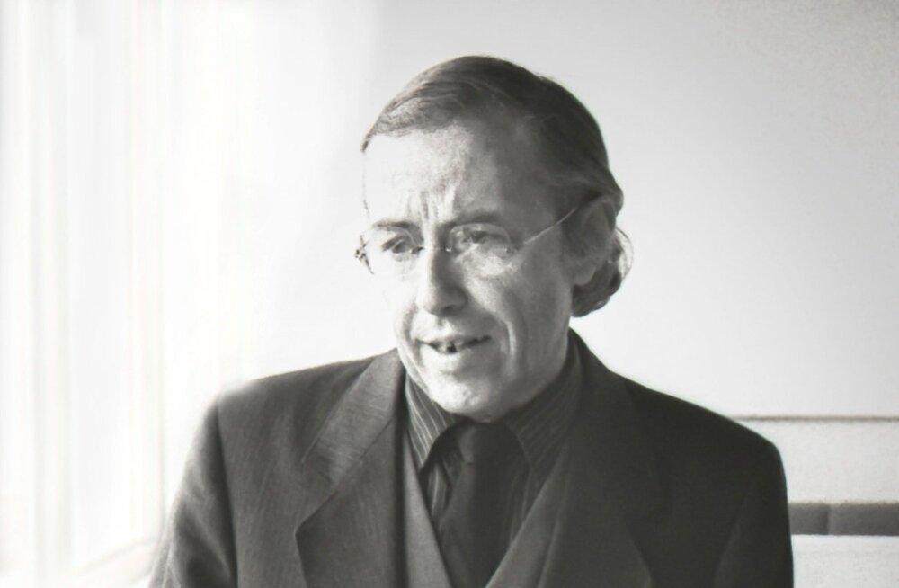 Tõnu Luik 1991. aasta novembris Tartu ülikooli raamatukogus