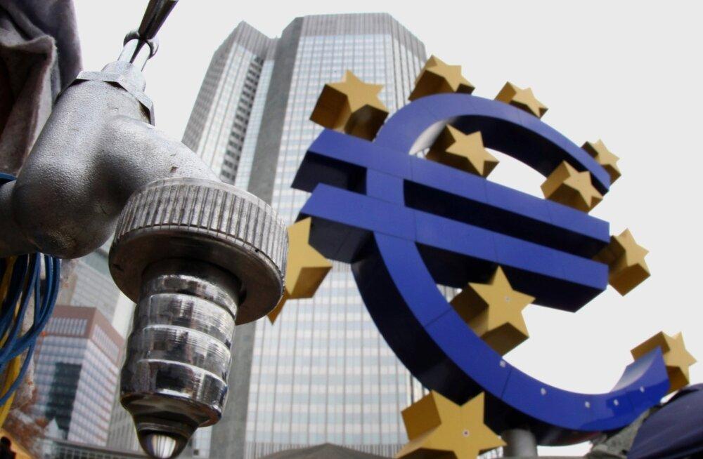 Euro sümbor Euroopa Keskpanga peahoone ees Frankfurdis.