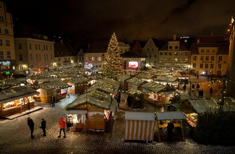 Коронавирус вынудил нарушить традицию: в этом году рождественской ярмарки на Ратушной площади не будет