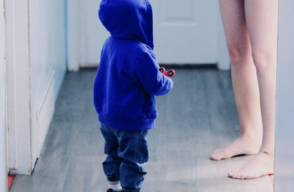 Lastega kodus olevad emad räägivad suu puhtaks: mehed võiks lisaks raha teenimisele ka veidi laiemalt mõelda