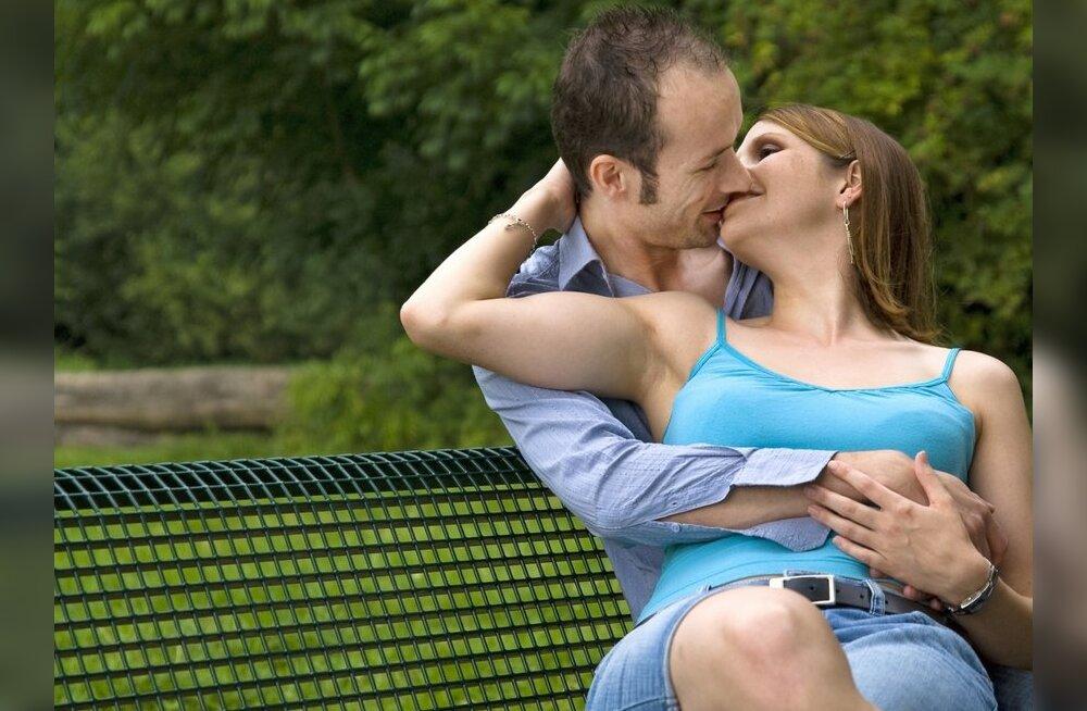 ae8555f2661 Lugejad: Avalik suudlemine ei häiri, kabistamine aga küll - DELFI ...