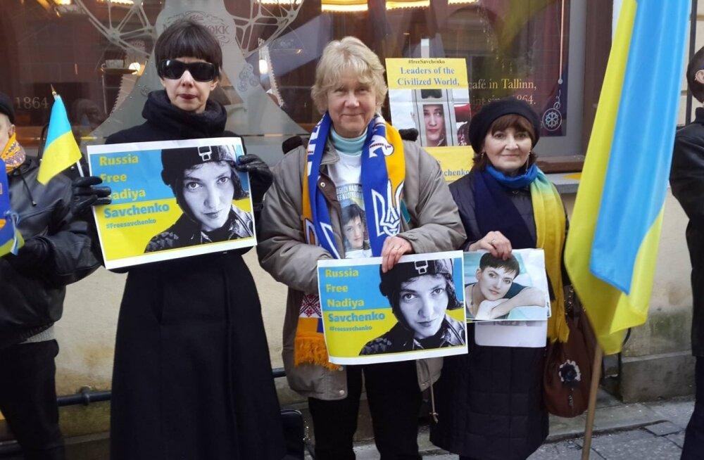 Перед посольством РФ в Таллинне прошла акция в поддержку Надежды Савченко