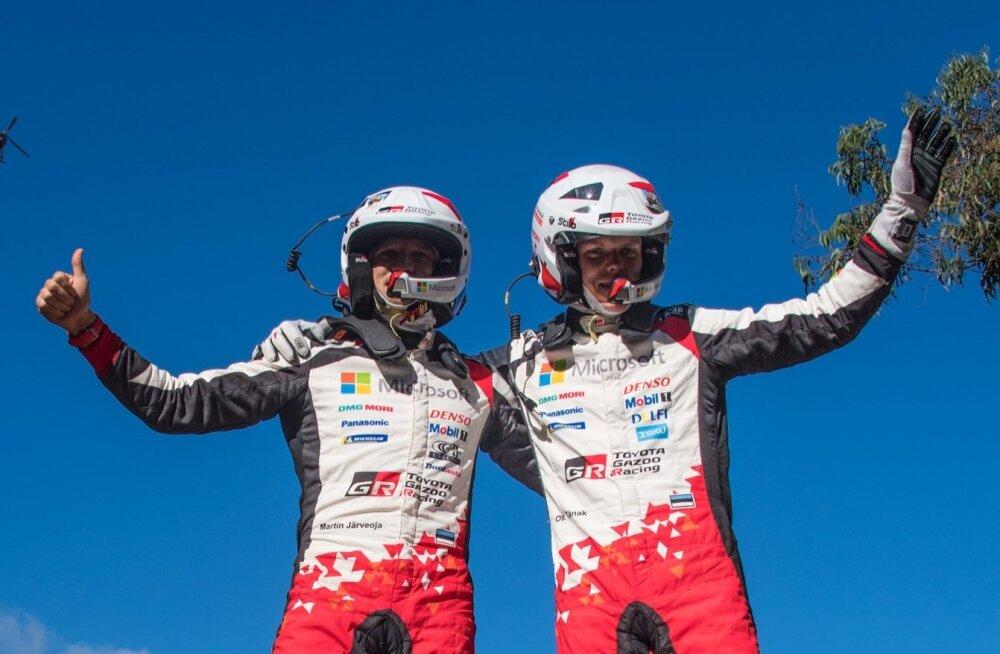 Ott Tänak ja Martin Järveoja Tšiili MM-ralli võitjatena.