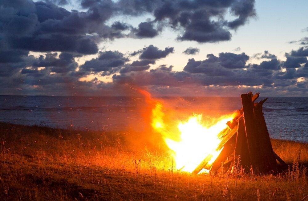 Parvlaeval Estonia hukkunute mälestusüritus Saaremaal, tagarannal