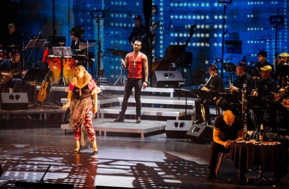 Carmen (Sofia Rubina-Hunter), Escamillo (Kristjan Kasearu) ja José (René Soom) – džässitar, rokkar ja klassik.