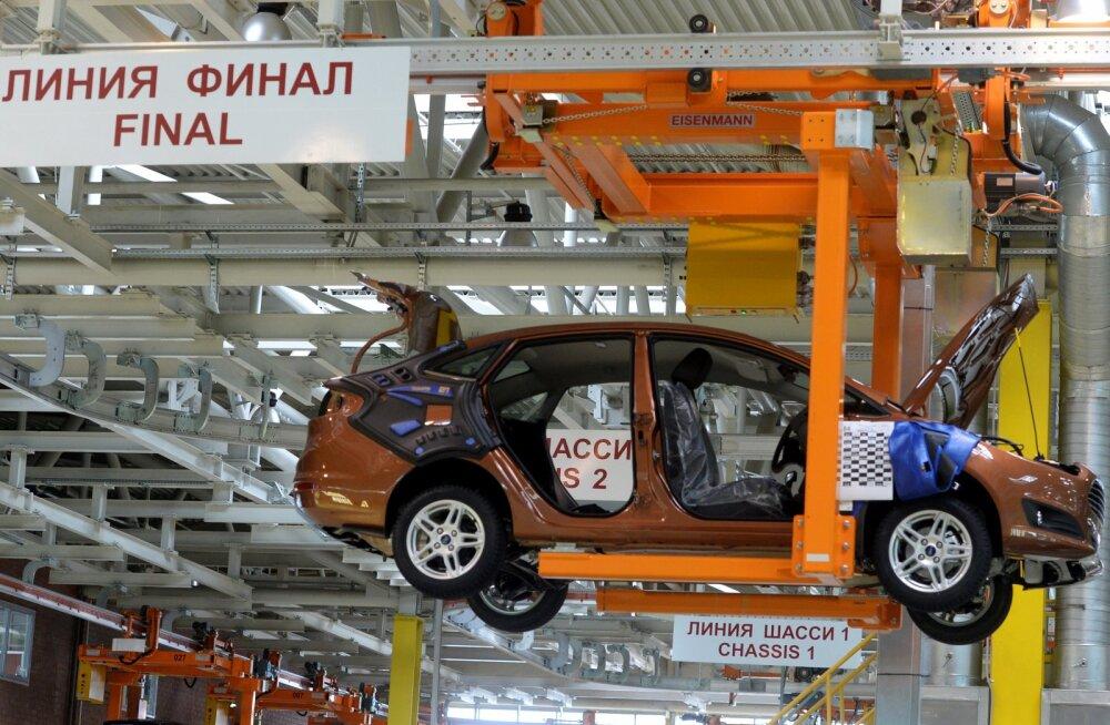 Vene turg kukub: autotootjad lähevad pikendatud suvevaheajale