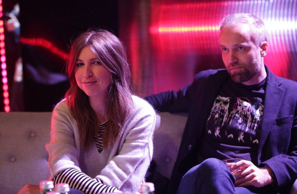 KLÕPS | Äsja pisipiiga vanemateks saanud Maarja-Liis Ilus ja Fred Krieger naudivad Eesti Laulu otse stuudiost kohapealt