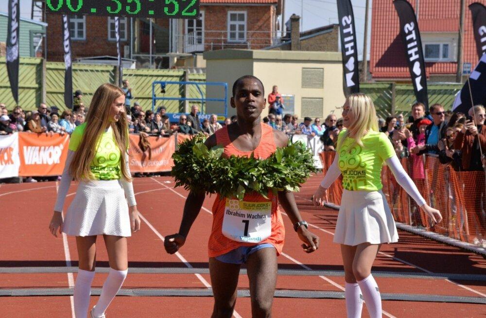 Tihti Eestis võistlev Keenia staier Ibrahim Mukunga Wachira kaitses tänavu Viljandi järve jooksul esikohta.
