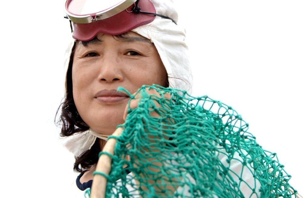 Haenyeo, sõna sõnalt tõlginuna merenaine, on Jeju ja selle ümbruse saarte naine-kalur, kes ei lähe vette paadiga vaid üsna napi sukeldumisvarustusega.
