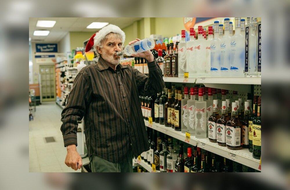 """ARVUSTUS: Täiesti üle võlli jõuluekraniseering """"Vastik vana 2"""""""