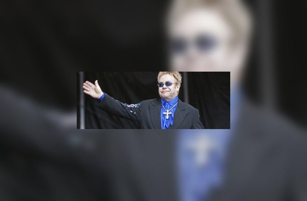 Elton John tuleb Riiga esinema