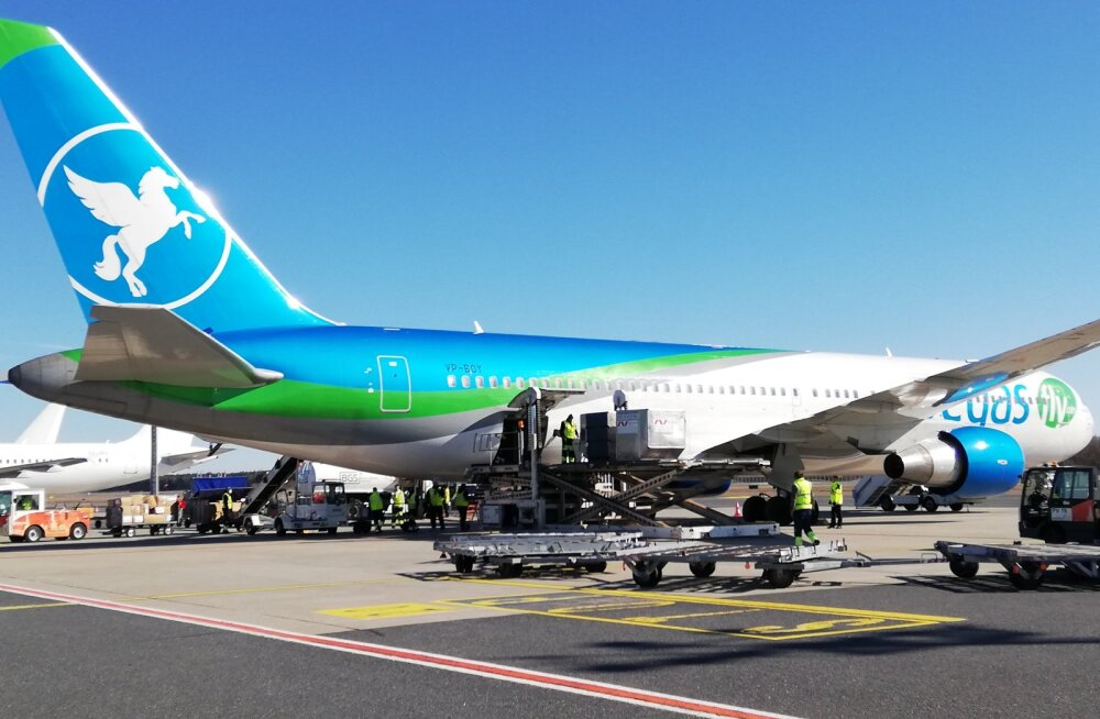 Российский самолет доставил в Таллинн 3 млн защитных масок
