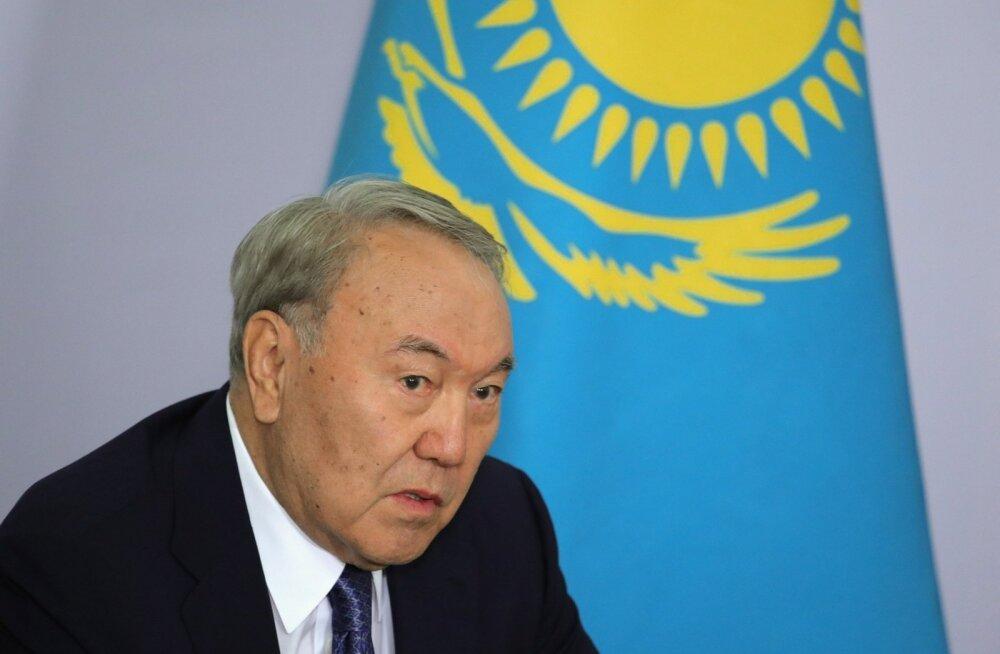 Kasahstani president Nazarbajev sai eluaegse õiguse juhtida julgeolekunõukogu, mille moodustab iseendaga kooskõlastades