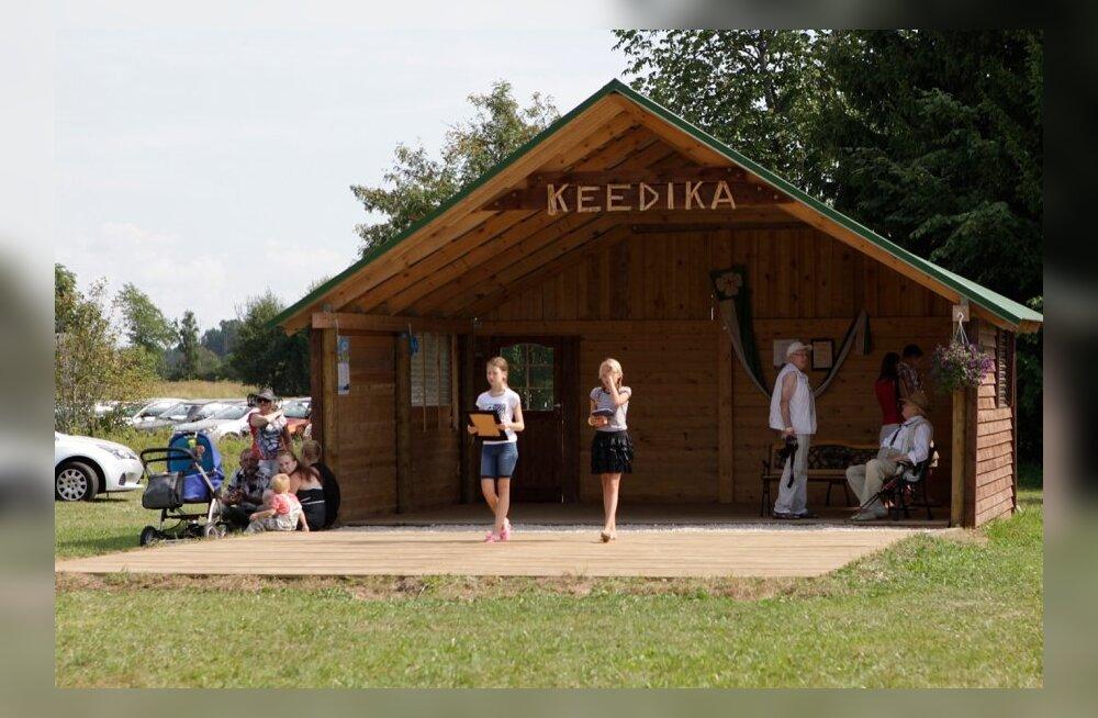 Lauluga Maale Läänemaal Keedika külas